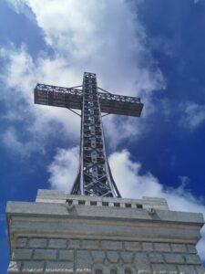 Crucea de pe muntele Caraiman (profil)